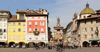Panoramica della piazza del Duomo - Trento (Foto Wikipedia)