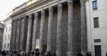 Il Tempio di Adriano (Roma), dove si terrà il Premio di Poesia