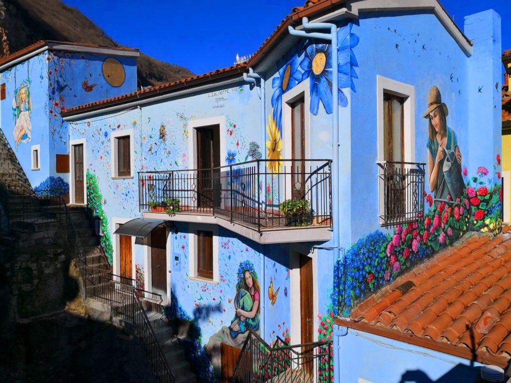 Sant'Angelo Le Fratte, nella 'Valle più dipinta d'Italia'