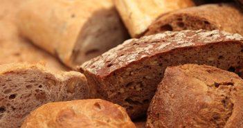 pane, glutine, celiachia, fette di pane, carboidrati, cibo, alimentari, alimentazione, mangiare, tavola