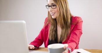 donna, pc, computer, donna al lavoro, donna che lavora, impiegata, lavorare