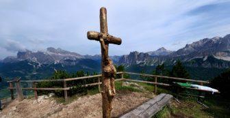 A Cortina benedizione del luogo di posa della Croce Astile voluta da Giovanni Paolo II