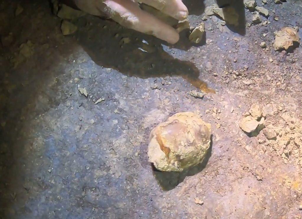 Altri resti recuoperati nella fossa