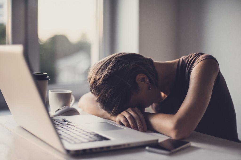 Quarantenni: sempre più poveri e infelici a causa del lavoro