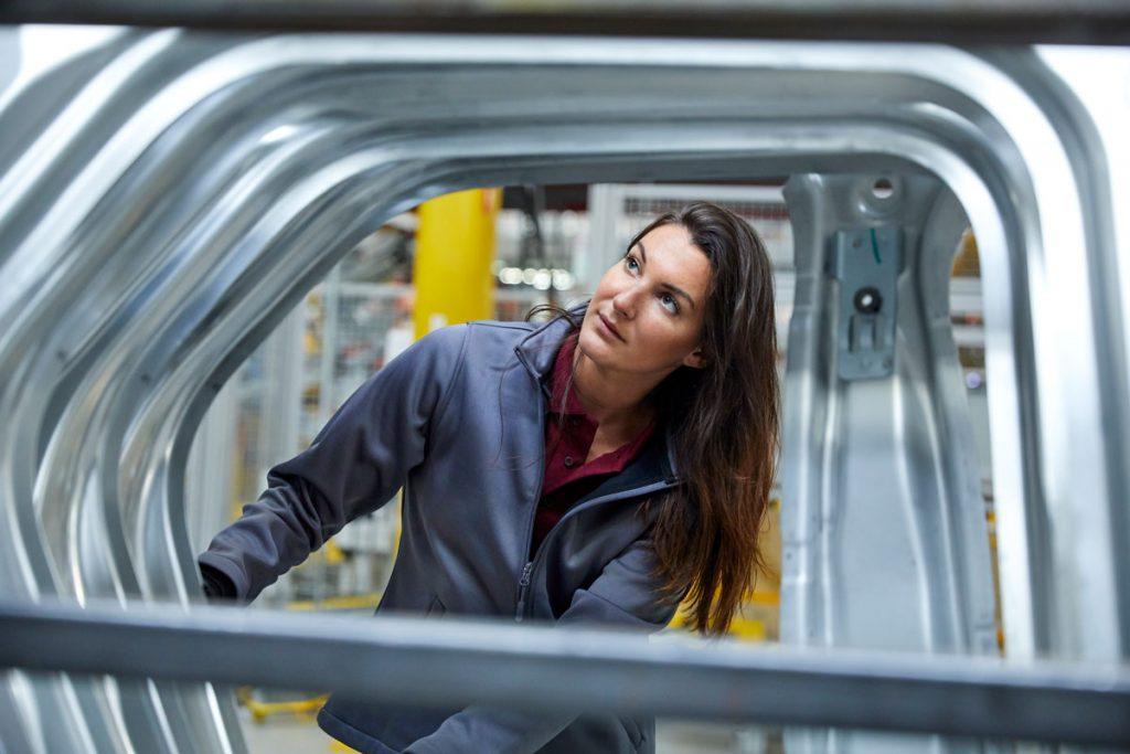 donna, lavoro, lavoratrice, operaia, operai, lavorare, industria