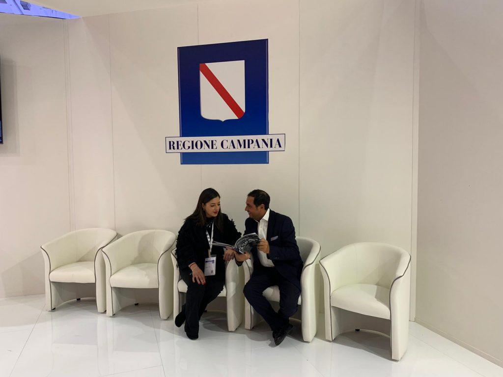 Il direttore del Premio Penisola Sorrentina Mario Esposito con Martina Laringe di Federalberghi Campi Flegrei.