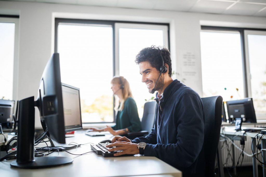 impiegato, pc, computer, lavoro, lavoratore, lavorare, programmatore, smart working, lavoro agile